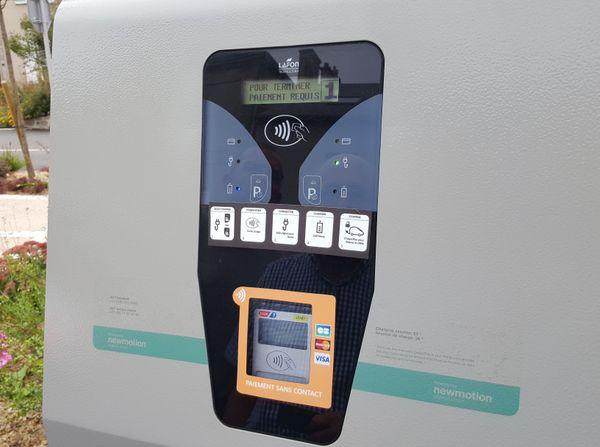 Chaque borne électrique est munie d'un terminal à carte sans contact.