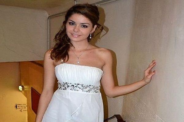 Allison Benitez 19 ans - photographie prise lors des préparatifs au concours de Miss Roussillon - 18 mai 2013.