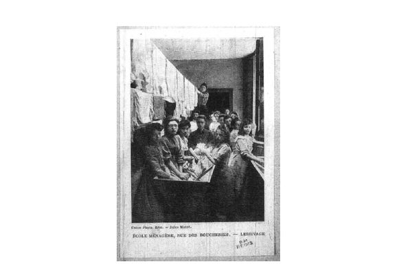 Élèves de l'ancienne école ménagère de Reims.