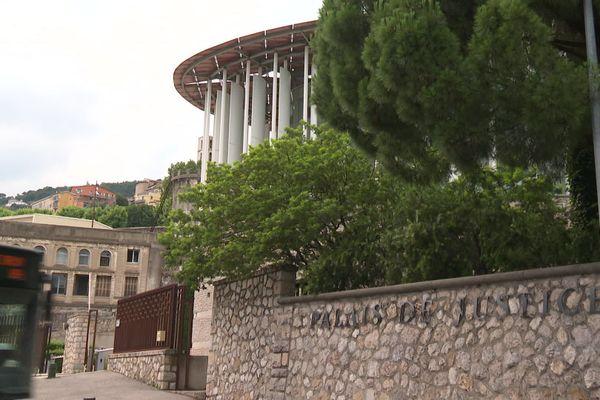 Palais de justice de Grasse - S'agit-il d'un suicide ou d'un crime ? Les enquêteurs n'excluent aucune piste.