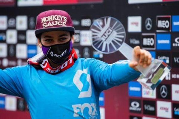 Marine Cabirou a remporté le classement de la coupe du Monde 2020 de VTT descente.