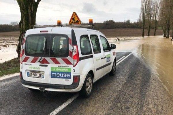 Les services du Conseil Départemental de la Meuse à pied d'oeuvre pour sécuriser les axes inondés