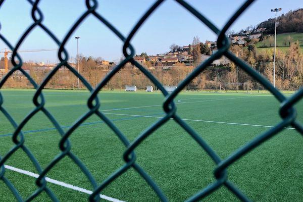Depuis le vendredi 13 mars, les terrains municipaux sont désertés par les clubs sportifs locaux, par précaution d'abord, puis par obligation de confinement