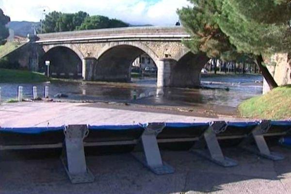 Une digue provisoire a été installée près du pont sur la Massane, à Argelès-sur-Mer