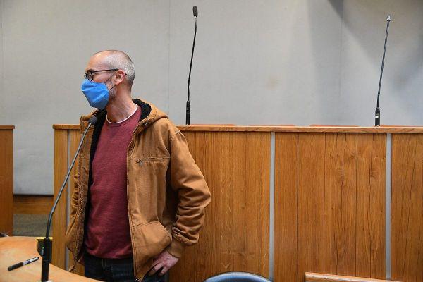 L'ancien militant altermondialiste Vincenzo Vecchi, début octobre 2020 à Angers, quand la Cour d'appel a examiné le mandat d'arrêt de la justice italienne.