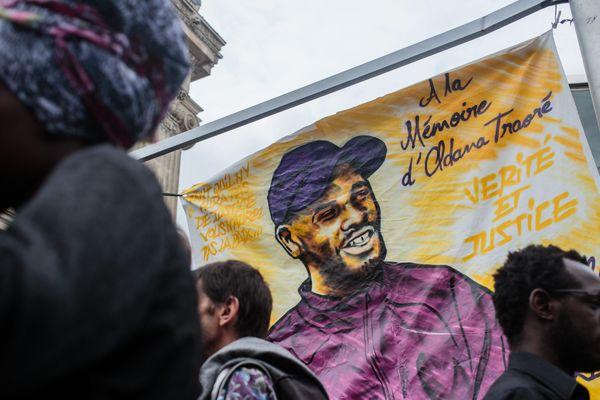 Lors du rassemblement, à Paris, en mémoire d'Adama Traoré, mort le 19 juillet dernier, dans le Val-d'Oise, lors d'une interpellation policière.