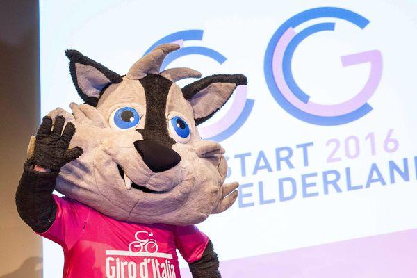 Lupo Wolfie, la mascotte du Giro 2016 a fait hurler les agriculteurs des Hautes-Alpes.