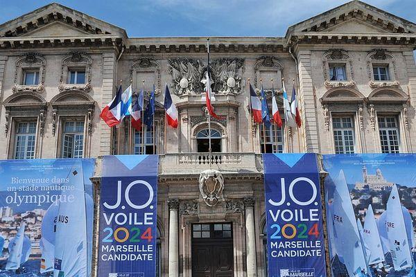 La mairie pavoisée aux couleurs olympiques