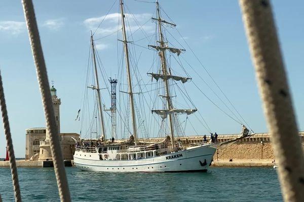 La grande parade maritime de Marseille a eu lieu ce samedi dans la rade, rassemblant près de 1000 embarcations.