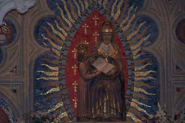 Statue de Ste Anne dans la chapelle de Ste Anne la Palud