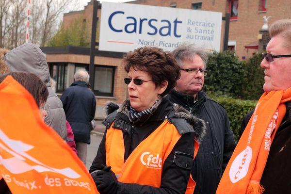 Manifestation de retraités devant la Carsat Nord-Picardie fin mars 2015.