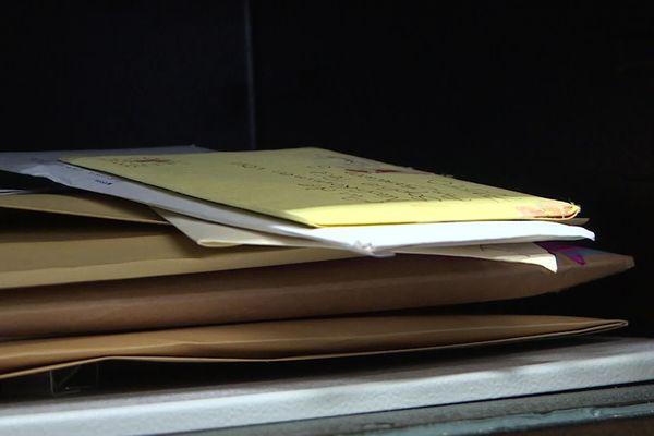 Tous les courriers sont conservés précieusement dans un coffre-fort
