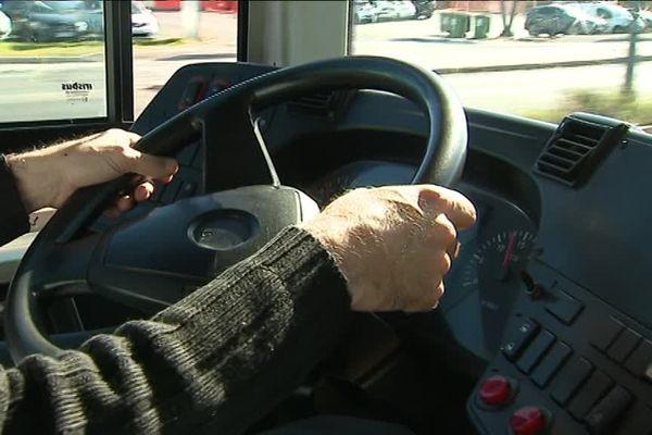 Les usagers se plaignent de conduites dangereuses de la part des chauffeurs sur la route. La direction les a mis en garde.