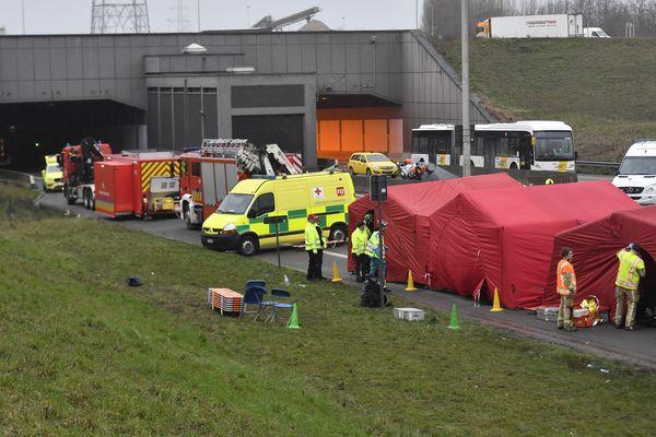 Un important dispositif de secours a été déployé à l'entrée du tunnel.