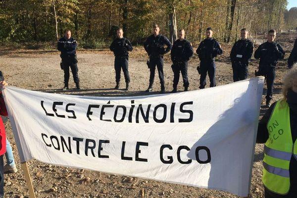 Les opposants au GCO ce lundi matin, à Vendenheim.