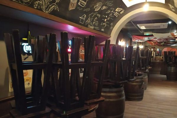 A Clermont-Ferrand, en raison du couvre-feu, les bars et les restaurants devront avoir libéré leurs clients avant 21h.