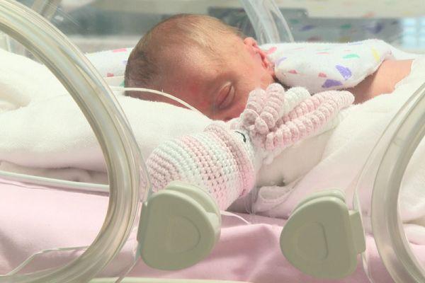 La pieuvre sert entre autres à éviter que le bébé prématuré arrache des sondes.