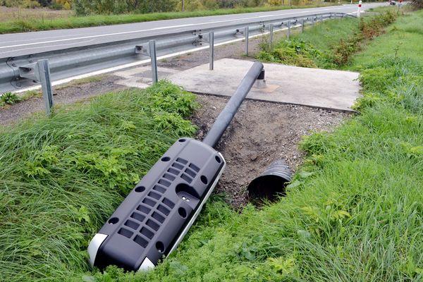 Comme ici dans l'Aude, le nouveau radar de Marigné-Laillé, dans la Sarthe, a été sectionné quinze jours seulement après son installation.