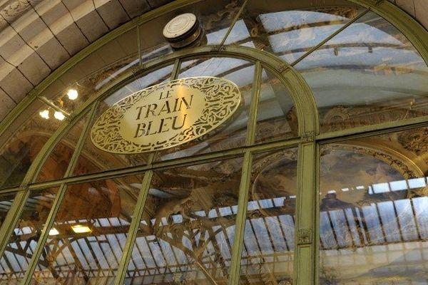 La photo montrant des employés du célèbre restaurant parisien Le Train Bleu a suscité l'indignation, obligeant l'établissement à prendre des sanctions envers les fautifs. (illustration)