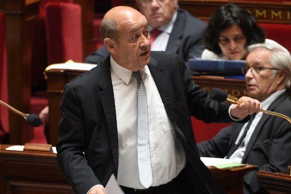 Jean-Yves Le Drian, ministre de la Défense, durant un session de questions au gouvernement