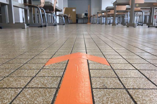 Au self comme dans les couloirs de la cité scolaire Léonard Limosin, un seul sens de circulation pour les élèves