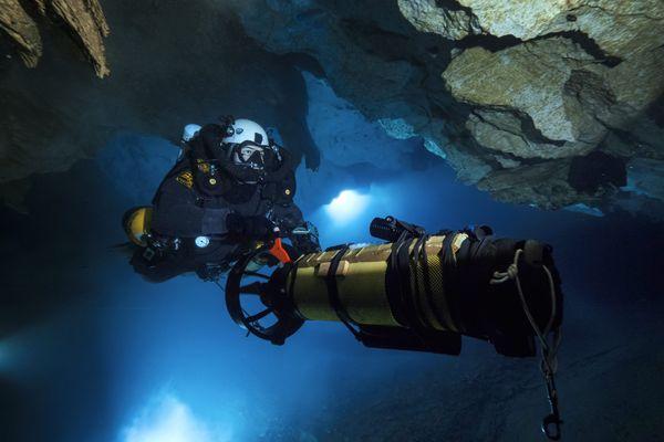 Le scooter sous-marin est un outil ludique pour faire des randonnées sous-marine. Il existe en version grand public et professionnelle, avec des prix allant de 500 à 10 000 euros.