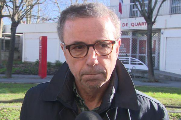 Le maire de Bordeaux Pierre Hurmic a réagi ce dimanche 3 janvier devant la mairie de quartier de Bacalan.