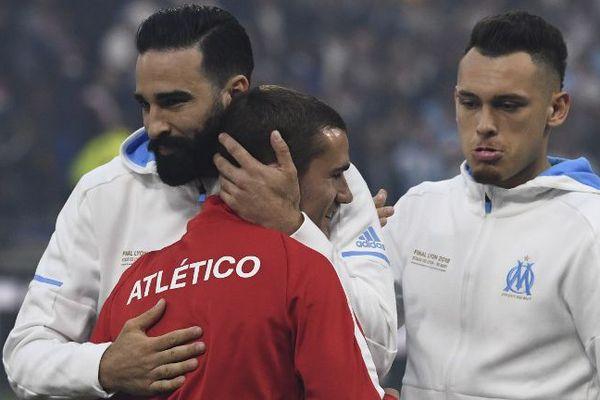 Adil Rami félicite Antoine Griezmann.