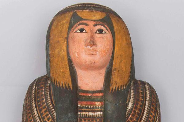 Couvercle de cercueil de la chanteuse d'Amon Di-Aset-iaou, XXIIe dynastie (945-712 av. J.-C