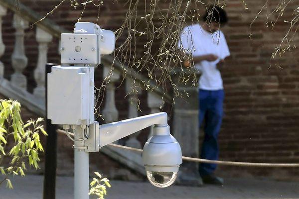 Trois caméras dotées de haut-parleurs sont utilisées à Lunel (Hérault) pour lutter contre les incivilités - Illustration