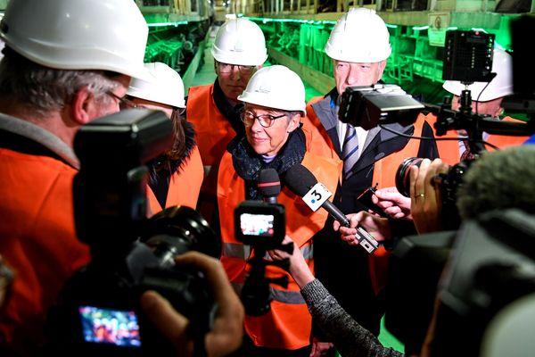 La ministre des Transports Elisabeth Borne, en visite sur le site de Saint-Martin-la-Porte (Savoie) le 1er février 2019.