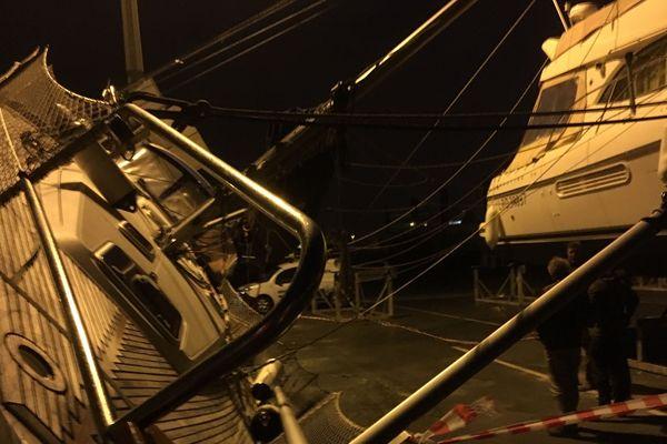 Tempête Gabriel, les rafales ont couché les bateaux sur le port de La Rochelle