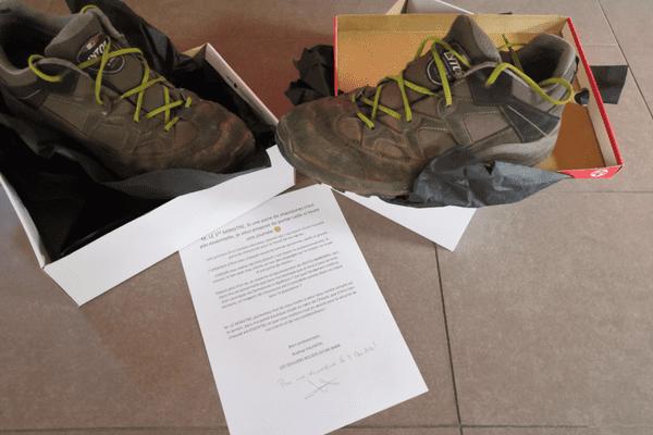 La paire de chaussure usée envoyée à Jean Castex et à Bruno Lemaire pour alerter sur l'importance des chausseurs