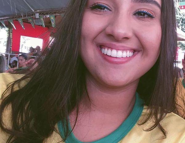 Même si elle garde le sourire, Lawane est bloquée au Brésil depuis plus d'un an.
