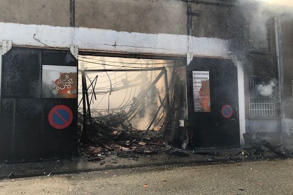 L'intérieur du bâtiment est complètement détruit