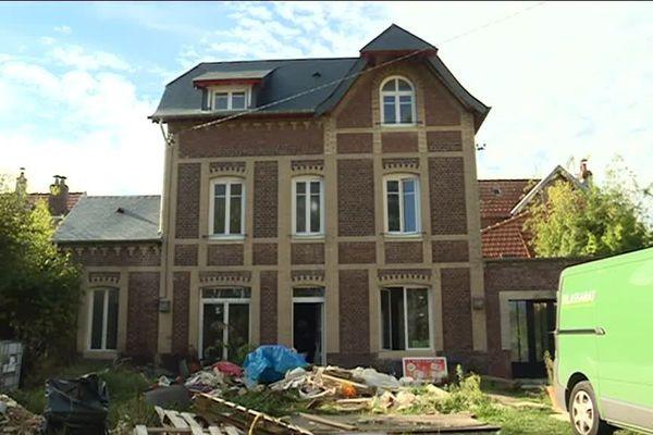 Ce logement est entièrement réisolé par l'intérieur de quoi réduire la facture d'énergie de plus de la moitié.