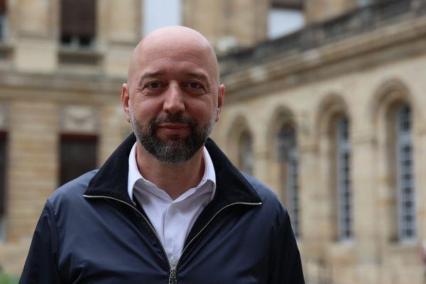Gérard Lopez dans la cour de l'Hôtel de ville de Bordeaux le 23 juin dernier après une rencontre avec Pierre Hurmic.