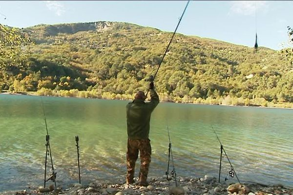 Le lac du Broc, le paradis des pêcheurs