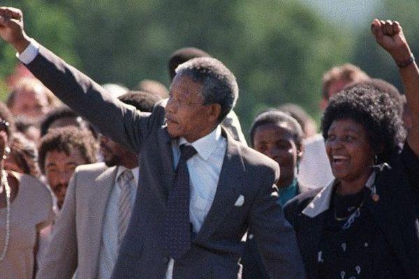 Nelson et Winnie Mandela à la sortie de prison de Nelson Mandela, le 11 février 1990