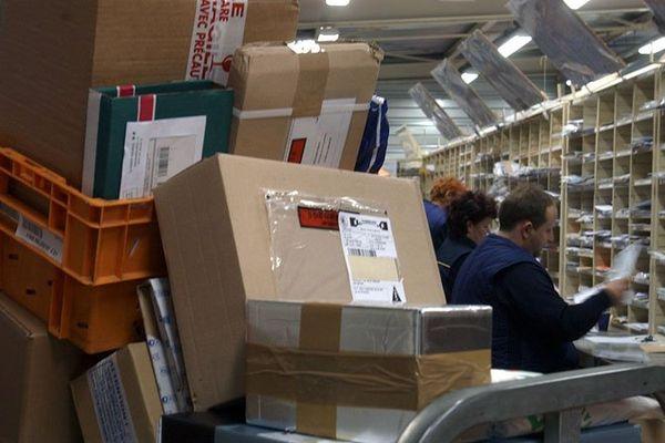 La Poste a invité les clients susceptibles d'être concernés à se rendre dans un bureau de poste ou à composer le 3631, en vue d'une indemnisation