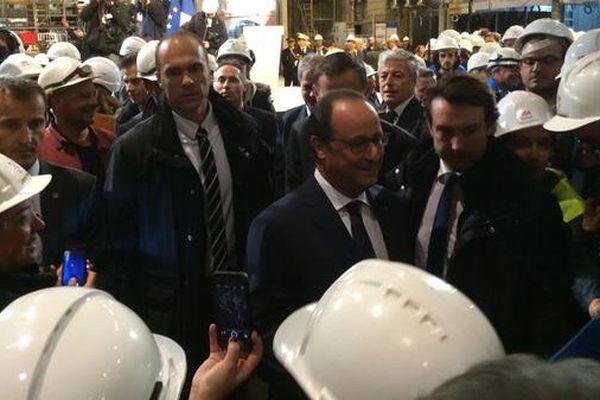 François Hollande en visite à STX Saint-Nazaire le 13 octobre 2015