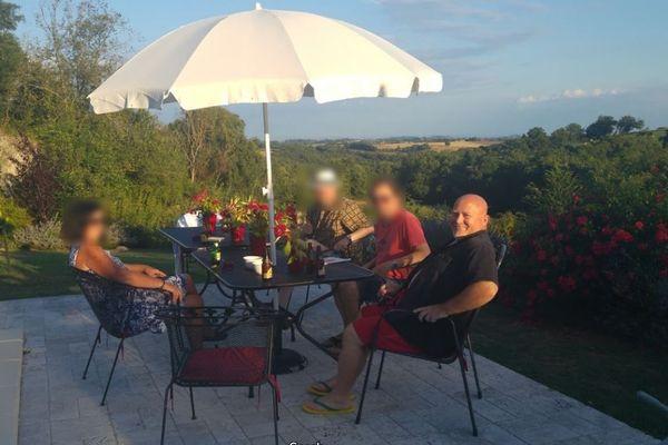 En juillet 2016, Brian Monteith (à droite) reçoit plusieurs de ses amis anglais dans sa maison de Trévien (Tarn) dont Simon Richards, président de Freedom Association.