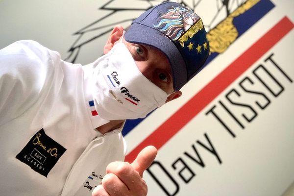 Malgré le confinement, le chef lyonnais Davy Tissot poursuit sa préparation pour le concours européen du Bocuse d'Or, prévu début septembre en Estonie.