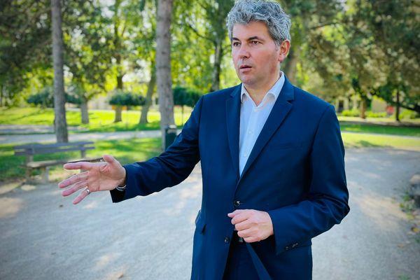 Gilles Platret, le maire LR de Chalon-sur-Saône maintient ses propos sur la situation dans les quartiers.