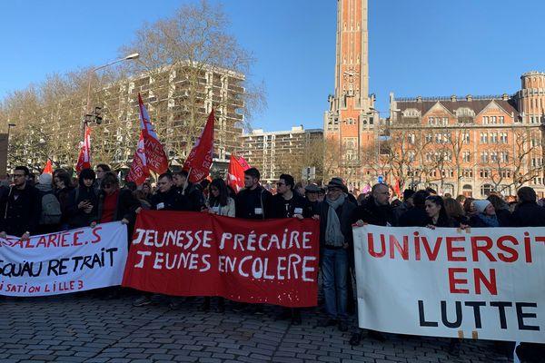 En cette neuvième journée de mobilisation, 1 700 personnes ont défilé dans les rues de Lille pour protester contre la réforme des retraites.
