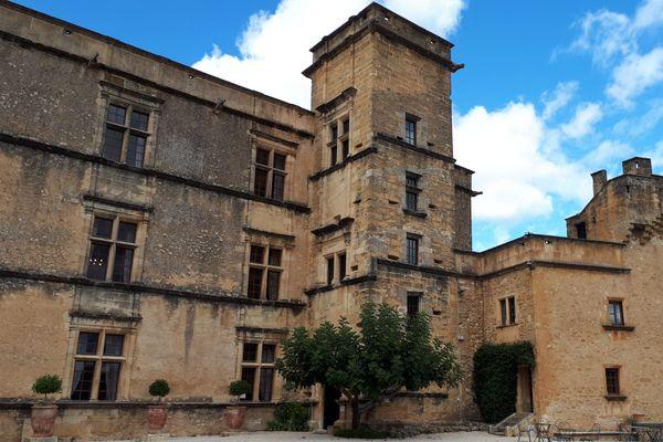 Le château de Lourmarin (84) où Albert Camus passât une nuit en 1946.