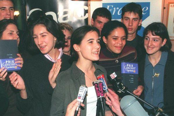 """En 1998, les lycéens récompensaient Luc Lang pour son roman """"Mille six cents ventres""""."""