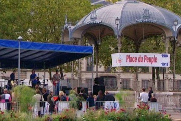 A Dijon, la place Wilson s'est appelée place du Peuple de 1904 à 1918.