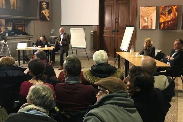164 débats ont été organisés en Isère.