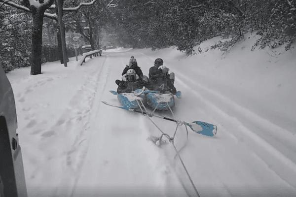 Rien de mieux que la neige pour se faire tracter en kayac  ! - Mars 2018